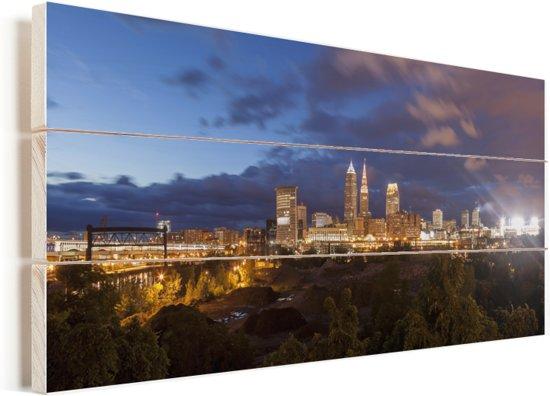 Kleurrijke lucht in de Amerikaanse stad Cleveland tijdens de avond Vurenhout met planken 40x20 cm - Foto print op Hout (Wanddecoratie)