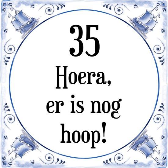 35 jaar verjaardag bol.| Verjaardag Tegeltje met Spreuk (35 jaar: Hoera! Er is  35 jaar verjaardag