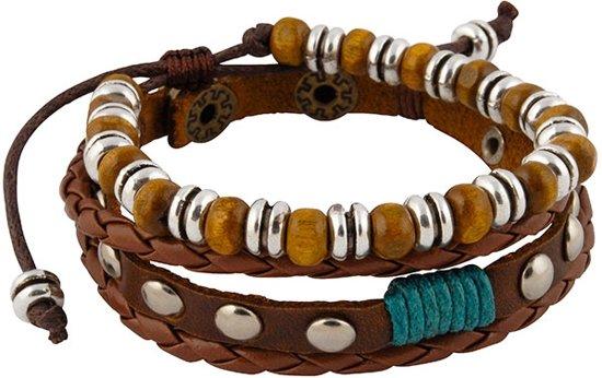 Leren armbanden met klinknagels en houten kralen