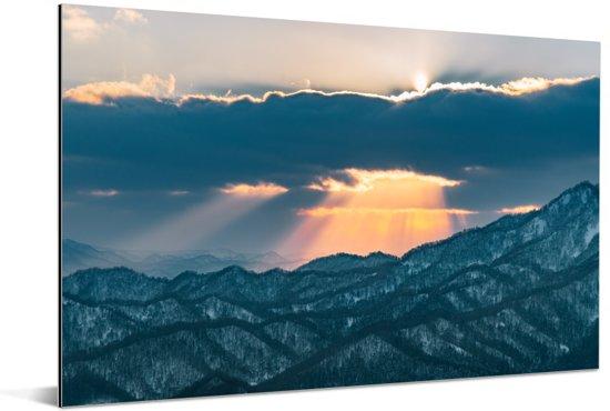 Zonsondergang boven het Moiwa gebergte in Japan Aluminium 60x40 cm - Foto print op Aluminium (metaal wanddecoratie)