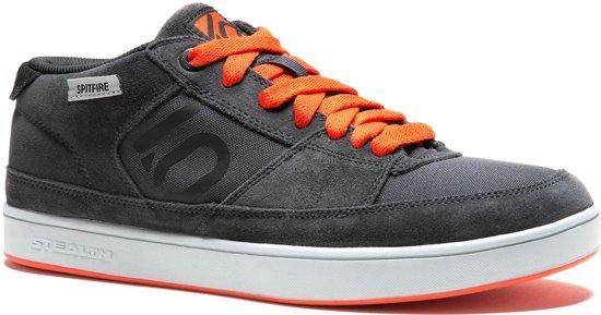 Orange, Cinq Dix Chaussures Pour Les Hommes