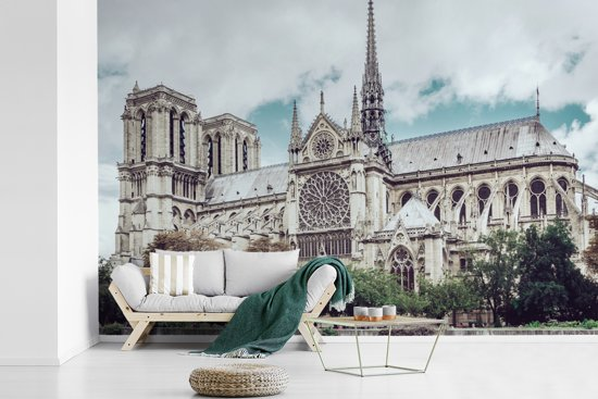 Fotobehang vinyl - Uitzicht op de kathedraal Notre-Dame in Parijs breedte 420 cm x hoogte 280 cm - Foto print op behang (in 7 formaten beschikbaar)