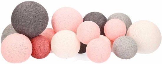 Feestverlichting perfect combi balletjes roze tinten