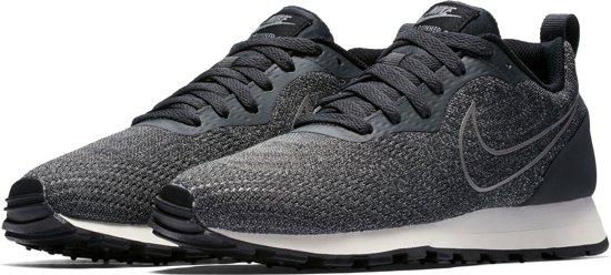 Nike MD Runner 2 ENG Mesh  Sneakers - Maat 38.5 - Vrouwen - grijs/zwart