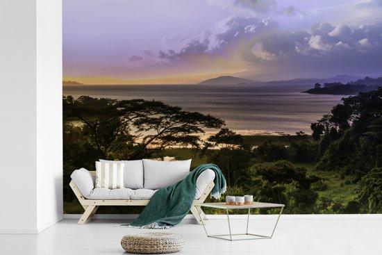 Fotobehang vinyl - Zonsondergang over het Arenal meer in Costa Rica breedte 450 cm x hoogte 300 cm - Foto print op behang (in 7 formaten beschikbaar)