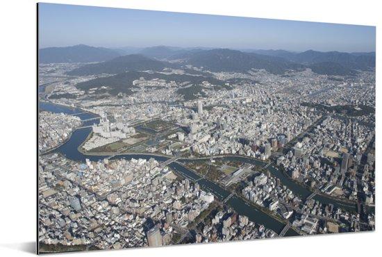 Het prachtige centrum van Hiroshima vanuit de lucht Aluminium 180x120 cm - Foto print op Aluminium (metaal wanddecoratie) XXL / Groot formaat!