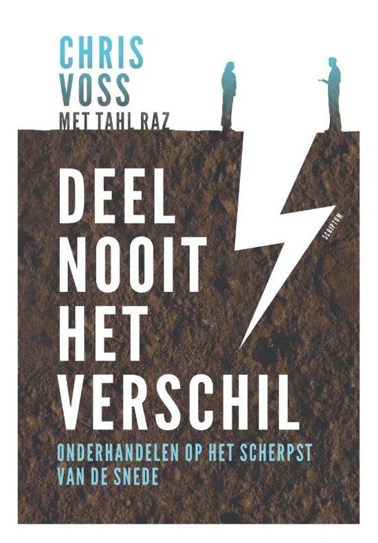 Boek cover Deel nooit het verschil van Chris Voss (Hardcover)