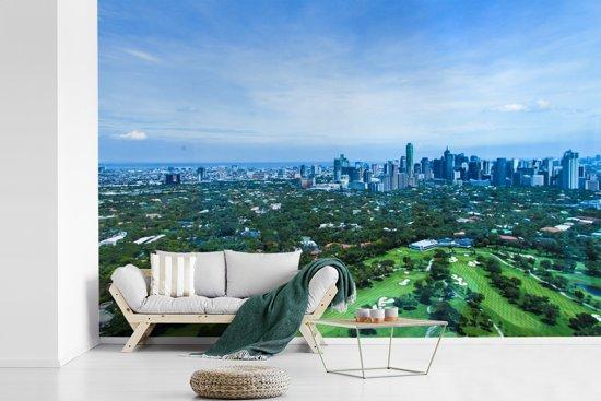 Fotobehang vinyl - Uitzicht vanaf een heuvel over Manila breedte 420 cm x hoogte 280 cm - Foto print op behang (in 7 formaten beschikbaar)