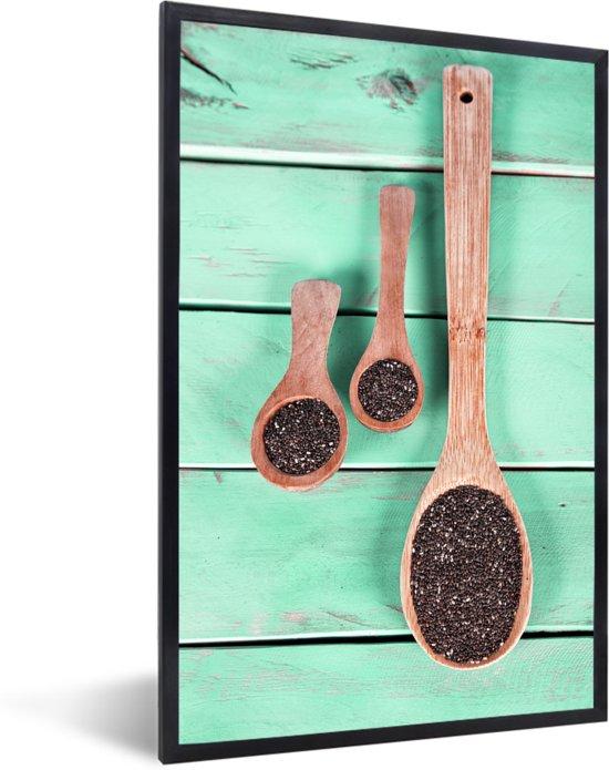 Foto in lijst - Groenblauw hout met houten lepels vol met chiazaad fotolijst zwart 40x60 cm - Poster in lijst (Wanddecoratie woonkamer / slaapkamer)