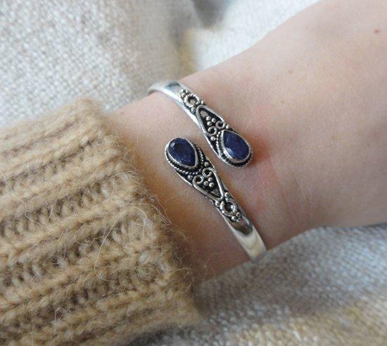4b62b80297e Handgemaakte Dames Armband | Blauwe Natuursteen | Zilverkleurig