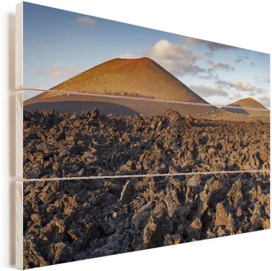 Het vulkanische landschap in het Nationaal park Timanfaya op Lanzarote Vurenhout met planken 30x20 cm - klein - Foto print op Hout (Wanddecoratie)