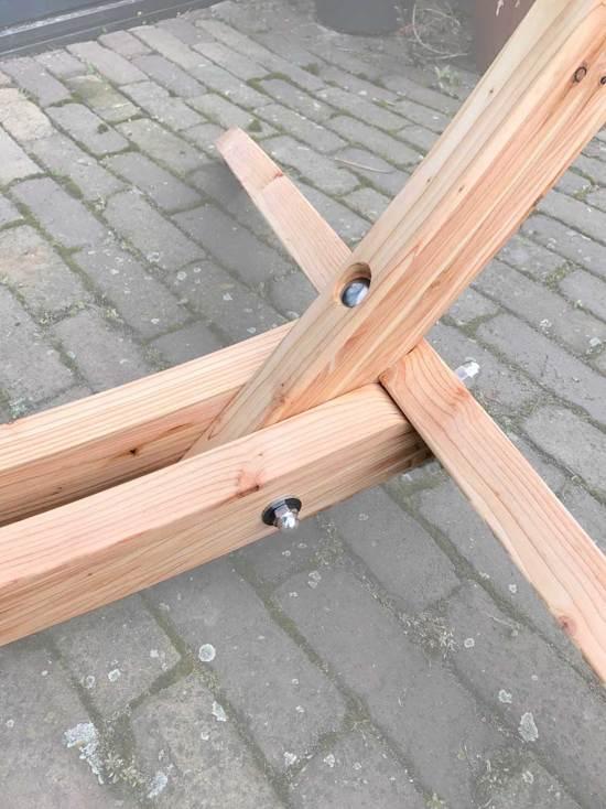 Arc Lariks houten hangstoel standaard