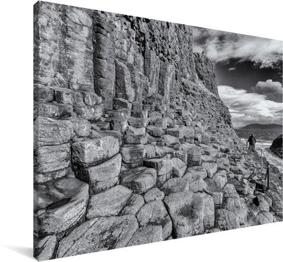 Zwart-wit foto van de basaltkolommen op het Schotse Fingal's Cave Canvas 180x120 cm - Foto print op Canvas schilderij (Wanddecoratie woonkamer / slaapkamer) XXL / Groot formaat!