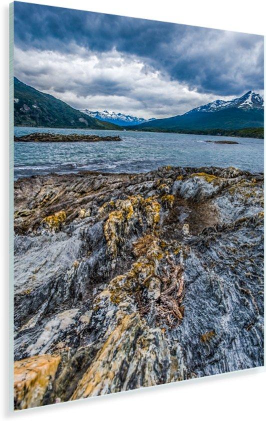Extreem weer is af te zien aan sommige rotsen in Nationaal park Tierra del Fuego Plexiglas 60x80 cm - Foto print op Glas (Plexiglas wanddecoratie)