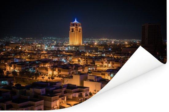 Avond skyline van de verlichte stad Erbil Poster 180x120 cm - Foto print op Poster (wanddecoratie woonkamer / slaapkamer) XXL / Groot formaat!