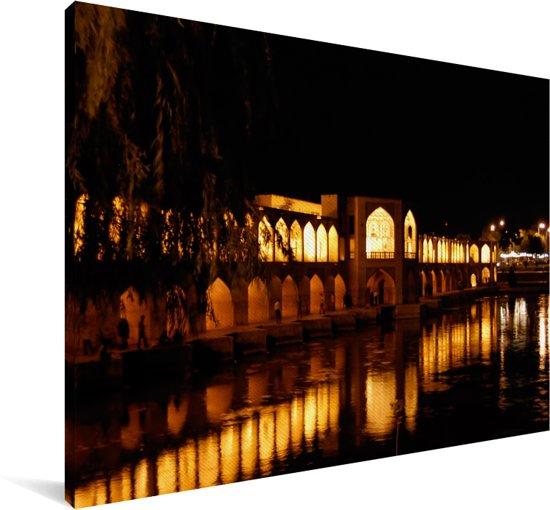 Khaju bridge bij nacht met weerkaatsing in het water in Iran Canvas 60x40 cm - Foto print op Canvas schilderij (Wanddecoratie woonkamer / slaapkamer)