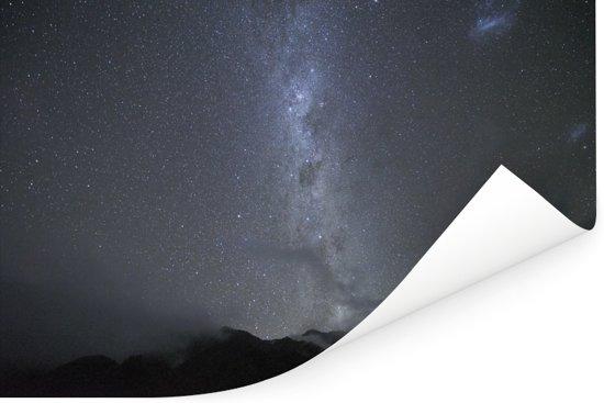 Sterrenhemel boven het Nationaal park Westland Tai Poutini in Oceanië Poster 120x80 cm - Foto print op Poster (wanddecoratie woonkamer / slaapkamer)