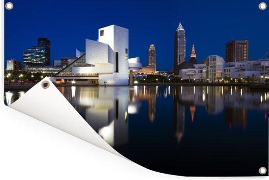 Binnenstad van Cleveland in de Verenigde Staten tijdens de nacht Tuinposter 180x120 cm - Tuindoek / Buitencanvas / Schilderijen voor buiten (tuin decoratie) XXL / Groot formaat!