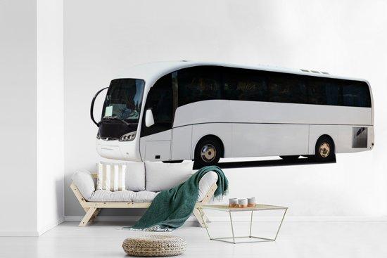 Fotobehang vinyl - Een wit gekleurde bus van het zijaanzicht breedte 390 cm x hoogte 260 cm - Foto print op behang (in 7 formaten beschikbaar)