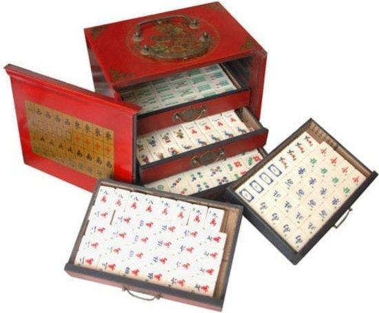 Mah-Jong Been en Bamboe in luxe houten kistje rood