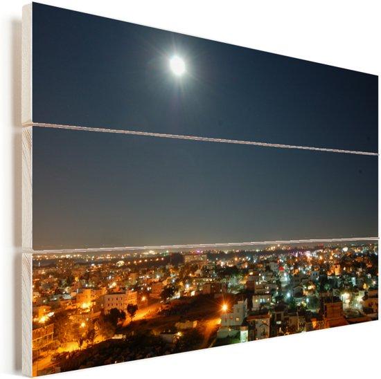 Volle maan in de heldere lucht boven Bangalore in India Vurenhout met planken 90x60 cm - Foto print op Hout (Wanddecoratie)