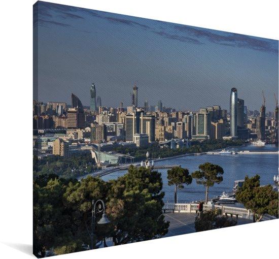 Verre kijk over de stad Bakoe vanaf het Highland Park in Azerbeidzjan Canvas 90x60 cm - Foto print op Canvas schilderij (Wanddecoratie woonkamer / slaapkamer)