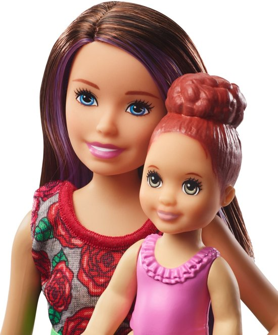 Barbie Family Babysitter Skipper Badtijd - Barbiepop