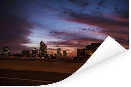 Horizon gezien vanaf Interstate 65 bij schemer in Indianapolis Poster 60x40 cm - Foto print op Poster (wanddecoratie woonkamer / slaapkamer)