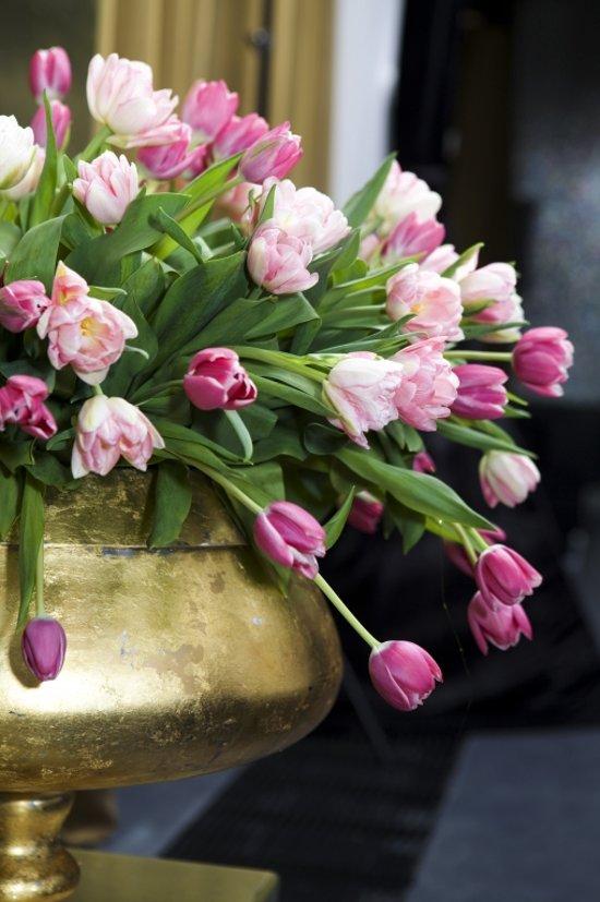 Tulpen Op Vaas.Tuinposter Tulpen In Gouden Vaas