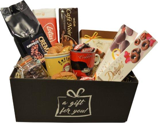 Cadeaupakket koffie - incl mokjes, chocola, koekjes, e.d.