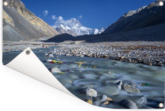 Water tussen de Mount Everest bergen in Tibet Tuinposter 120x80 cm - Tuindoek / Buitencanvas / Schilderijen voor buiten (tuin decoratie)