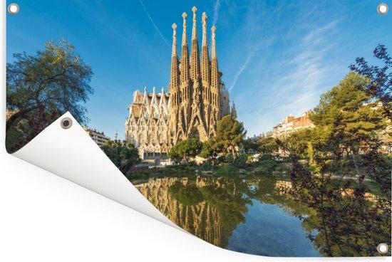 Sagrada Familia op een middag in Barcelona Tuinposter 120x80 cm - Tuindoek / Buitencanvas / Schilderijen voor buiten (tuin decoratie)