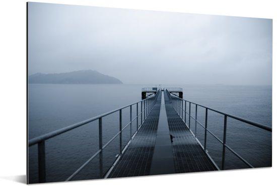 Stalen steiger over de zee in Naoshima Aluminium 60x40 cm - Foto print op Aluminium (metaal wanddecoratie)