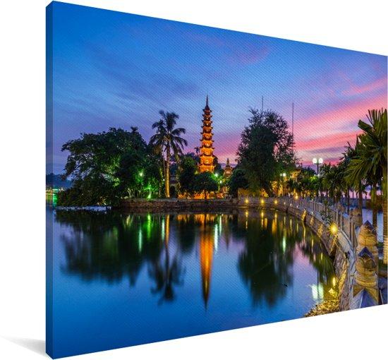 De oudste pagode van Hanoi in Vietnam met een kleurrijke hemel Canvas 180x120 cm - Foto print op Canvas schilderij (Wanddecoratie woonkamer / slaapkamer) XXL / Groot formaat!