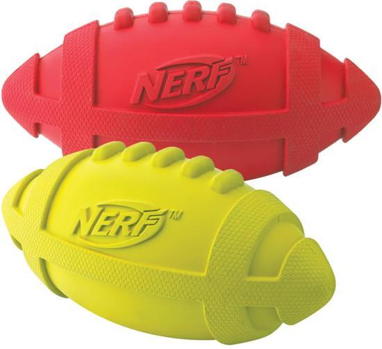 Nerf Squeaker voetbal - 1 stuks - 18cm - Geel of Rood -