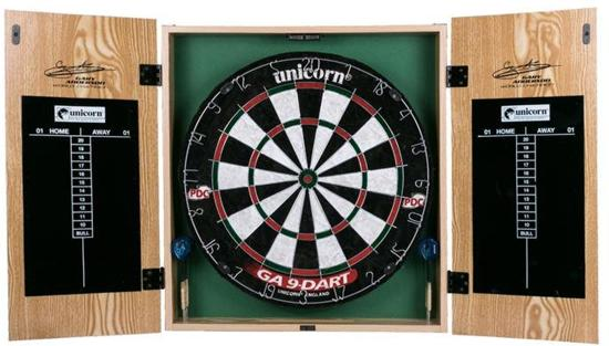 Gary Anderson - Home Darts Centre - Dartbord - Kabinet - dartpijlen