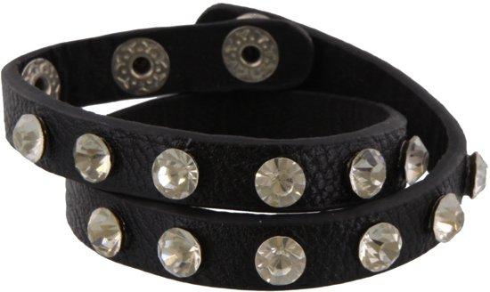Zwart armbandje van 41 centimeter met diamantjes erop.
