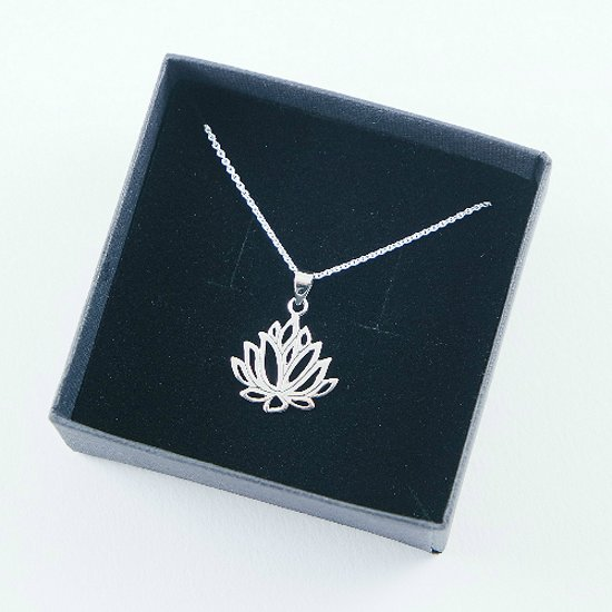 House of Jewels - Zilveren Lotus hanger met ketting - 42CM