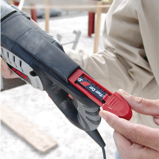 Skil 4900 AG Reciprozaag - 1050 Watt - Met 1 zaagblad