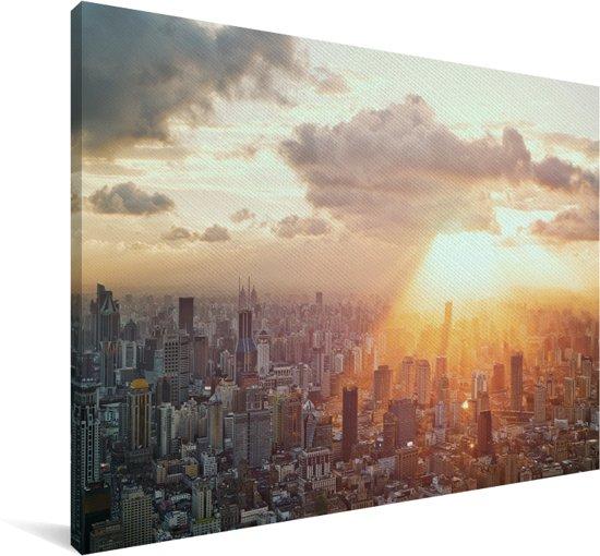 Zonnestralen schijnen op een gedeelte van de stad Canvas 140x90 cm - Foto print op Canvas schilderij (Wanddecoratie woonkamer / slaapkamer)