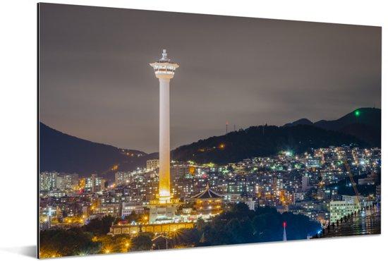 De Busan Toren tijdens de nacht in Busan Aluminium 90x60 cm - Foto print op Aluminium (metaal wanddecoratie)