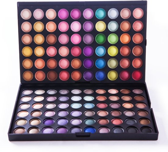 This palette is a 2-year love affair. 35 brand-new, OMG eyeshadows that Jaclyn whipped up, formulated, tested, re-tested, and perfected. They were created to deliver not only the best color payoff but also amazing application.