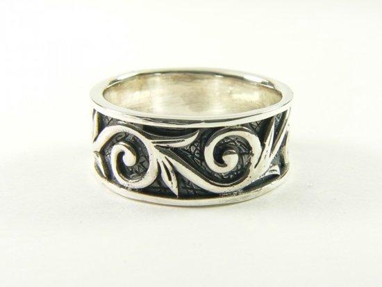 Zilveren ring met fantasiegravering