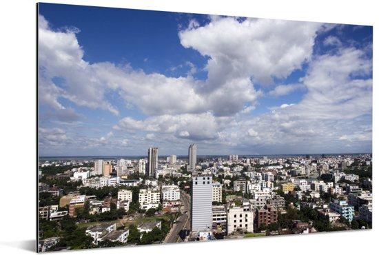 Witte wolken boven Dhaka Aluminium 30x20 cm - klein - Foto print op Aluminium (metaal wanddecoratie)