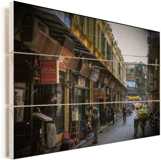Een winkelstraatje in het Aziatische Hanoi Vurenhout met planken 30x20 cm - klein - Foto print op Hout (Wanddecoratie)