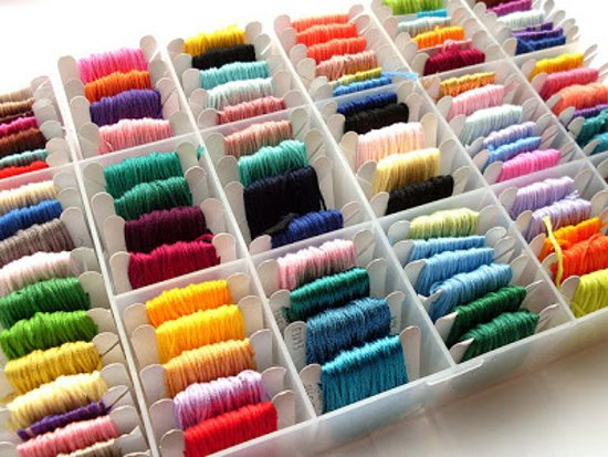 Borduurgaren Box XL | 80 Kleuren x 8 Meter | Inclusief Schaar | 100% Polyester | Borduur Garen in Opbergdoos | Embroidery Thread