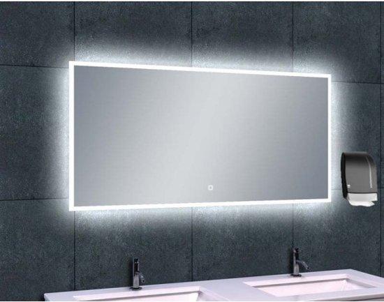 Verwarmde Badkamer Spiegel : Deze cm brede spiegel heeft links en rechts warm witte led