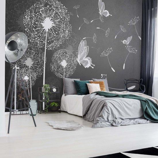 Fotobehang Modern Dandelions And Butterflies Grey And White | VEXL - 208cm x 146cm | 130gr/m2 Vlies