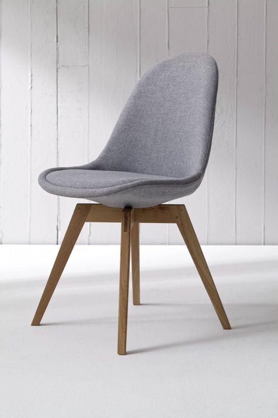 Vik s eetkamerstoel grijs stof met eiken for Design eetkamerstoelen eames