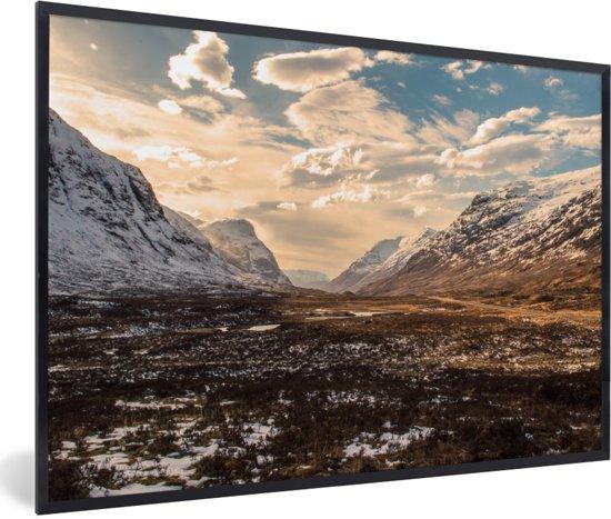 Foto in lijst - De Ben Nevis met een laagje sneeuw in de winter fotolijst zwart 60x40 cm - Poster in lijst (Wanddecoratie woonkamer / slaapkamer)